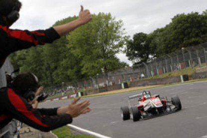 Brands British F3: Felipe Guimaraes takes first victory