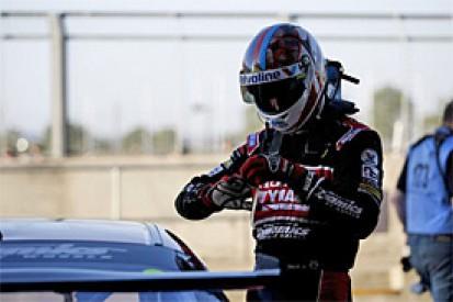 Matt Neal to race in Brands Hatch BTCC finale despite finger injury