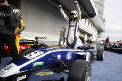 Nurburgring British F3: Jordan King wins, Will Buller catches fire