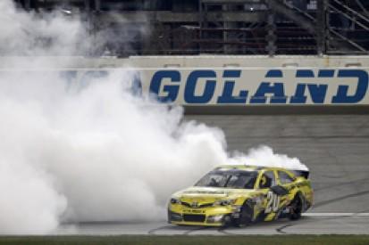 Chicagoland NASCAR: Matt Kenseth beats Kyle Busch in delayed race