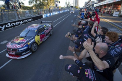 Sydney V8 Supercars: Whincup wins, Lowndes and Winterbottom collide