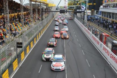 Macau WTCC: Yvan Muller dominates opening race