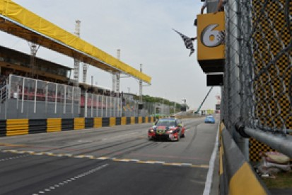 Macau WTCC: Rob Huff wins wild finale