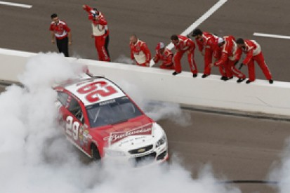Phoenix NASCAR: Harvick wins, Edwards runs dry, Johnson nears title
