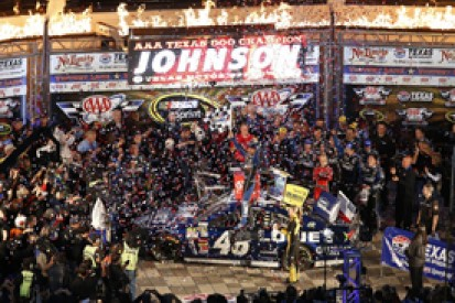 NASCAR Texas: Jimmie Johnson retakes points lead with win