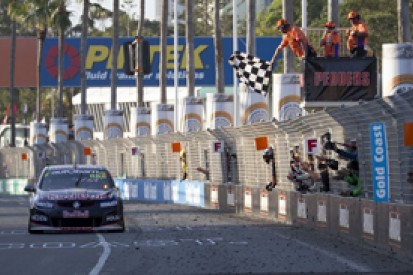 Surfers V8 Supercars: Lowndes takes championship lead with win