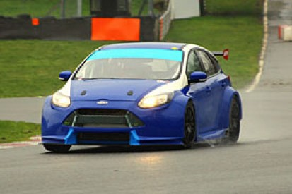 Motorbase's new BTCC Ford Focus hits the track