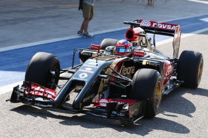Lotus E22 makes public debut as Bahrain Formula 1 test starts