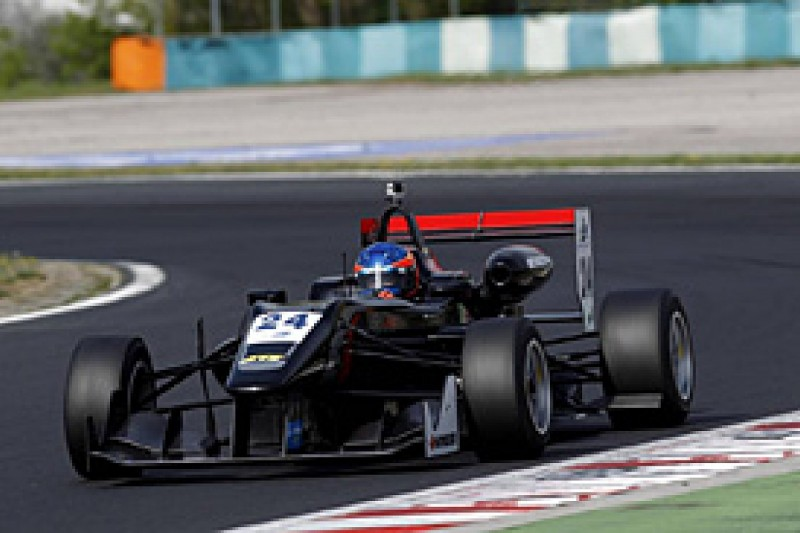 Renault F3 race debut put on hold by Signature