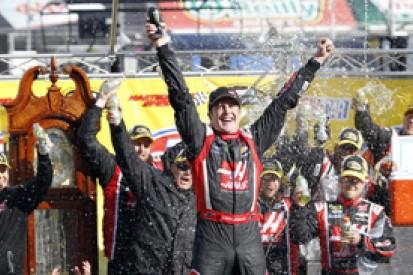 Martinsville NASCAR: Kurt Busch takes first win since 2011