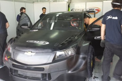 Hugo Valente completes first run in new 2014 WTCC Chevrolet Cruze