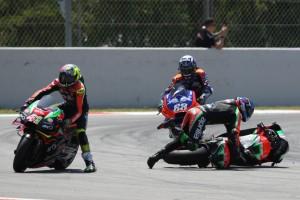 Smith bestraft, Lorenzo nicht: Der Aprilia-Fahrer zieht den Crash-Vergleich