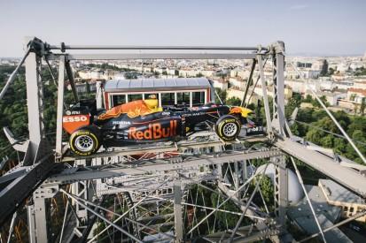 Spektakulärer PR-Stunt: Red Bull RB15 auf dem Wiener Riesenrad