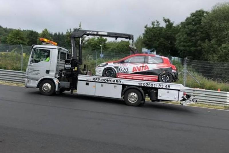 Quali-Unfall mit vier Fahrzeugen bei VLN4: Das geschah im Kesselchen