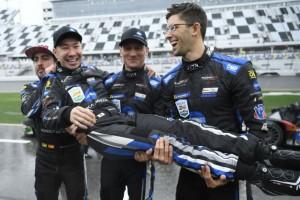 Kobayashi holt Daytona-Siegesfeier mit halbem Jahr Verspätung nach