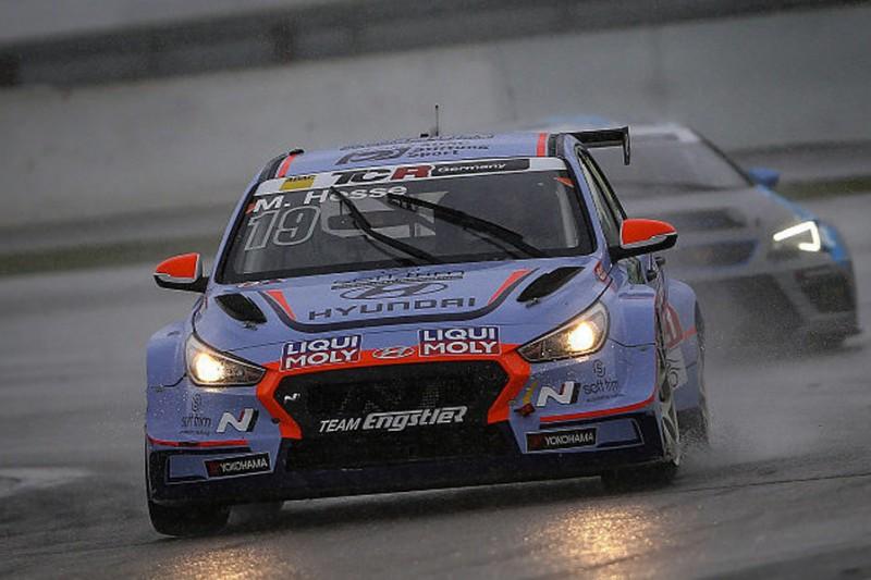TCR Germany Nürburgring: Hyundai-Fahrer Hesse siegt bei Wetterkapriolen