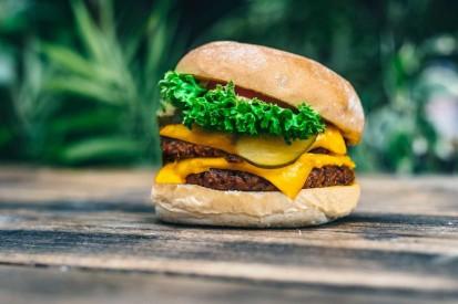 Lewis Hamilton investiert in fleischlose Burgerkette