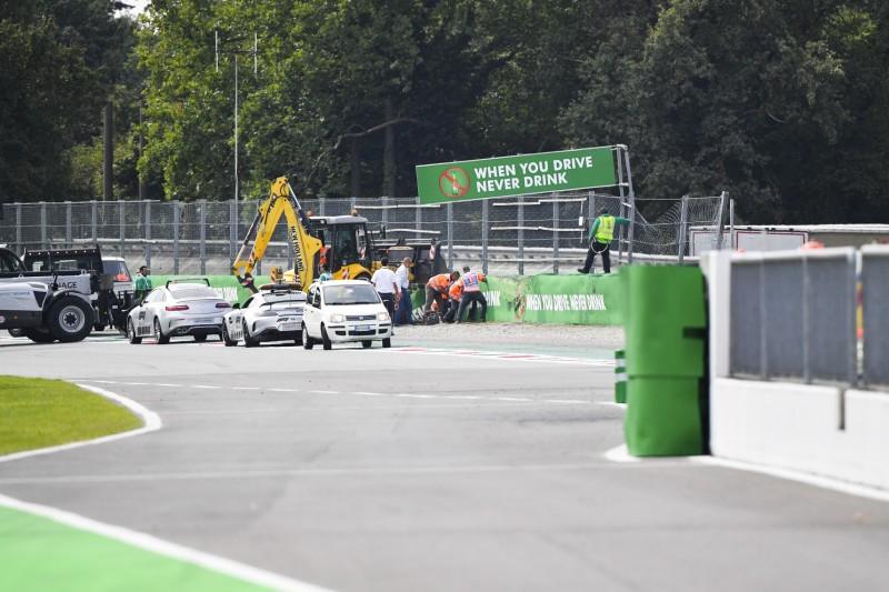 Brennpunkt Parabolica: Randstein nach F3-Crash entfernt, Fahrer vorgewarnt