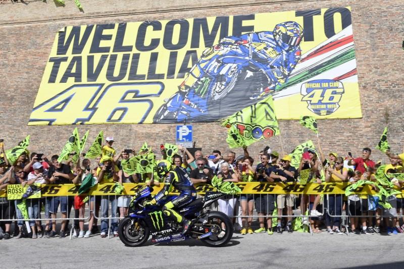 Mit der Yamaha M1 durch Tavullia: Valentino Rossi begeistert seine Fans