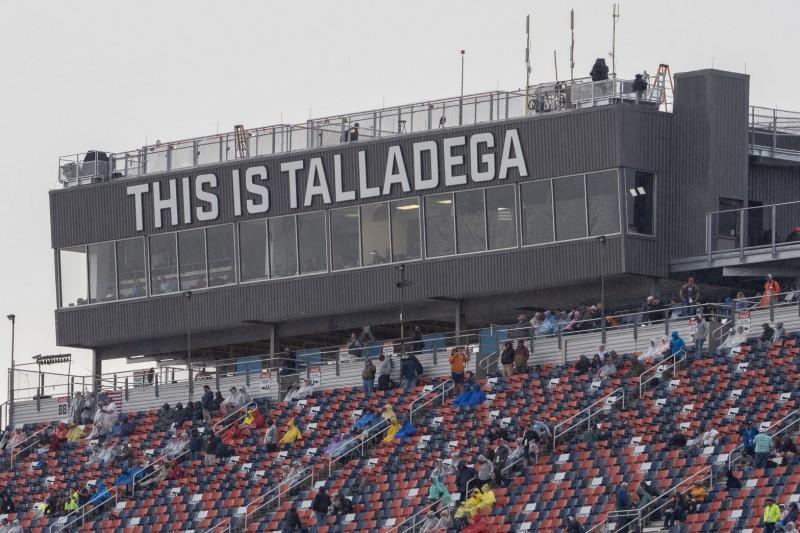 NASCAR bricht nach Stage 1 ab: Talladega-Rennen geht Montag weiter