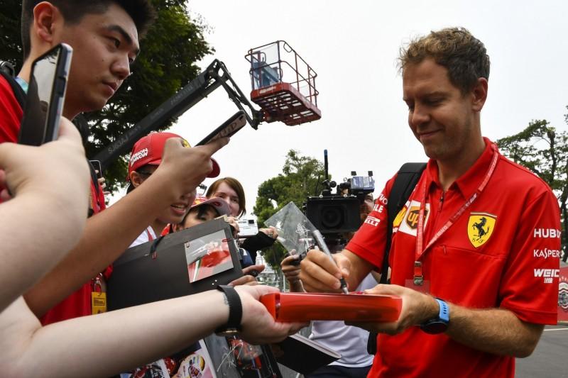 Schon wieder! Vettel schmeißt Mercedes-Kappe einfach weg