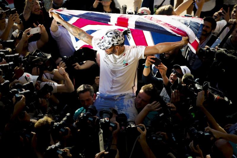 """Lewis Hamilton: Jetzt nimmt er """"Schumi"""" ins Visier!"""