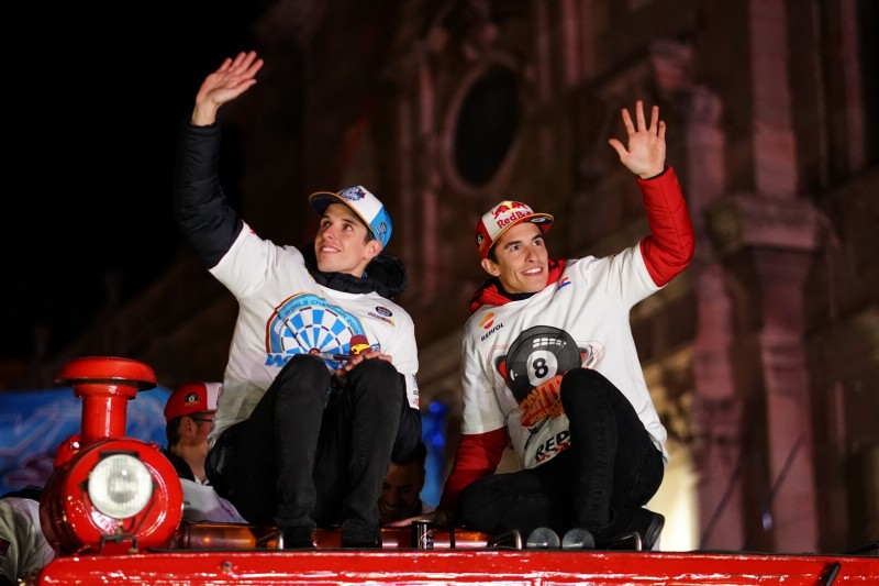 """MotoGP-Meisterfeier in Cervera: Marquez bejubelt """"eine perfekte Saison"""""""