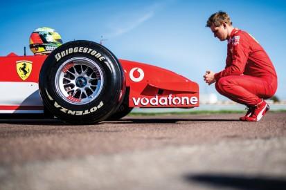 Emotionales Video: Mick Schumacher fährt Ferrari F2002 von Vater Michael