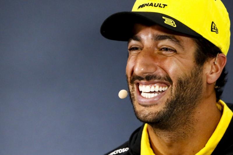 """Sprachtalent"" Daniel Ricciardo flachst mit TV-Journalistin"