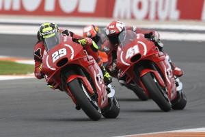 Aprilia in Valencia: Iannone stürzt nach Duell mit Teamkollege Espargaro