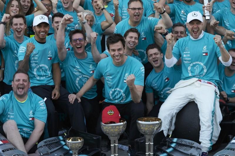 Trotz Aussicht auf Hamiltons Rekordtitel: Wolff drückt beiden Fahrern die Daumen