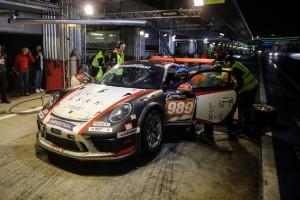 Irrer Boxen-Schubser bei 24h Dubai: Mechaniker von Porsche umgerissen