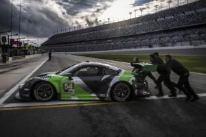 Heftiger Porsche-Crash in Daytona: Black Swan im Rennen gegen die Zeit