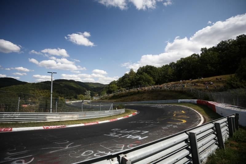 Nürburgring-Nordschleife: Erweiterte Rasengittersteine an drei Stellen