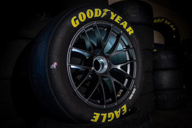 Die NASCAR-Woche: Wechsel auf Zentralmutter, Newman besucht Basis