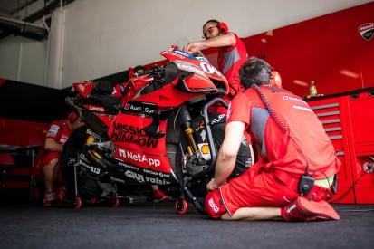 Logistik-Problem: Ducati verpackt mit drei Leuten die MotoGP-Bikes in Katar
