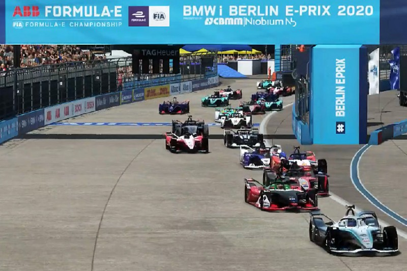 """Formel E """"Race at Home Challenge"""": Oliver Rowland siegt in Berlin-Tempelhof"""