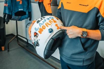 Von sechsjährigem Kind entworfen: Norris zeigt neues Helmdesign