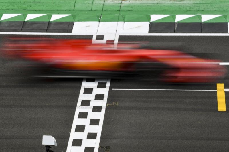 Vor Jubiläumsrennen: Ferrari fährt Filmtag in Silverstone