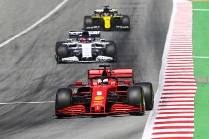 """Wieder keine Antwort am Funk: Vettel in Barcelona """"angekratzt"""""""