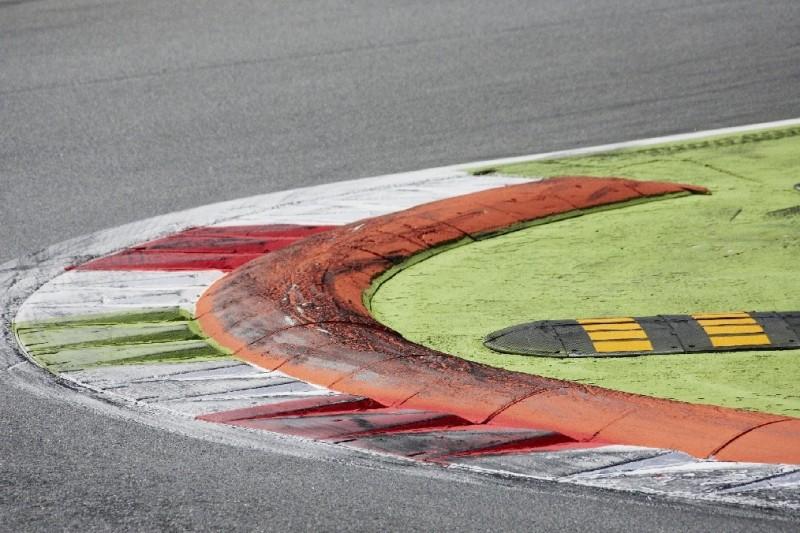 """Auch nach Formel-2-Crash: FIA hält """"Baguette-Kerbs"""" für sicher genug"""