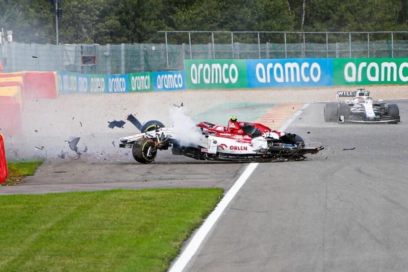 Giovinazzi und Russell bei Formel-1-Unfall in Spa unverletzt