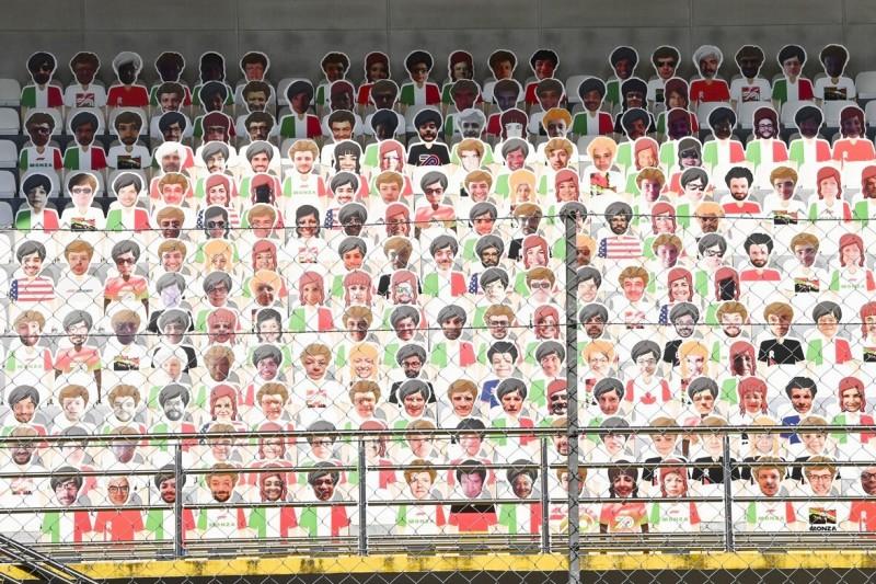 Mit Spende: Vettel kauft Pappfiguren für komplettes Ferrari-Team