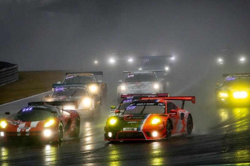 24h Nürburgring 2020: Restart nach mehr als neun Stunden Unterbrechung