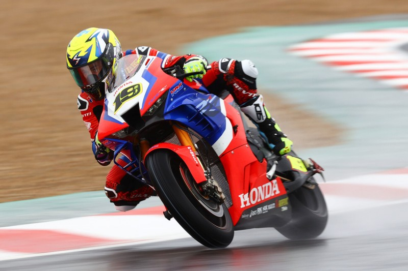 Honda in Magny-Cours: Bautista absolut chancenlos, Haslam stürzt spektakulär