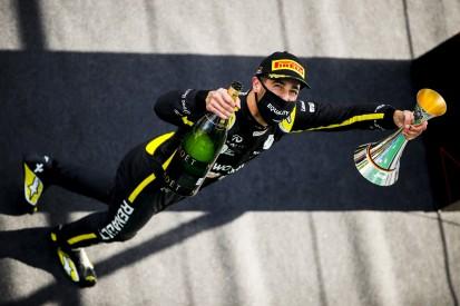 """""""Das ist jetzt schlecht"""": Geschockter Ricciardo vergisst Shoey auf dem Podest"""