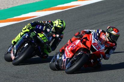VR46-Duell: Francesco Bagnaia bezwingt Mentor Valentino Rossi ganz knapp