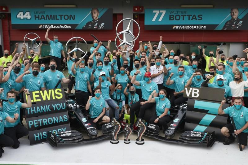 Dank ans Team: Mercedes fährt in Abu Dhabi mit Speziallackierung