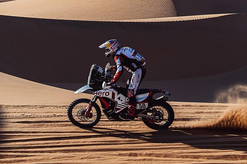 Sturz bei der Rallye Dakar 2021: CS Santosh erleidet Kopfverletzungen