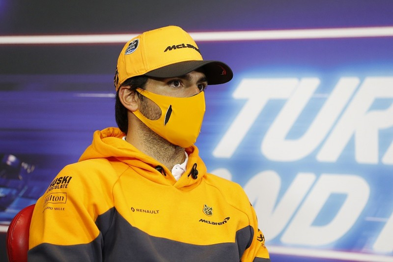 """Sainz """"doesn't understand"""" why F1 winter test reduced to three days"""